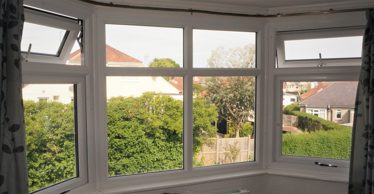 Bay windows in Halstock